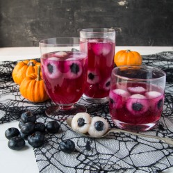 BerryWorld Raspberry jelly with blueberry eyeballs - Side square
